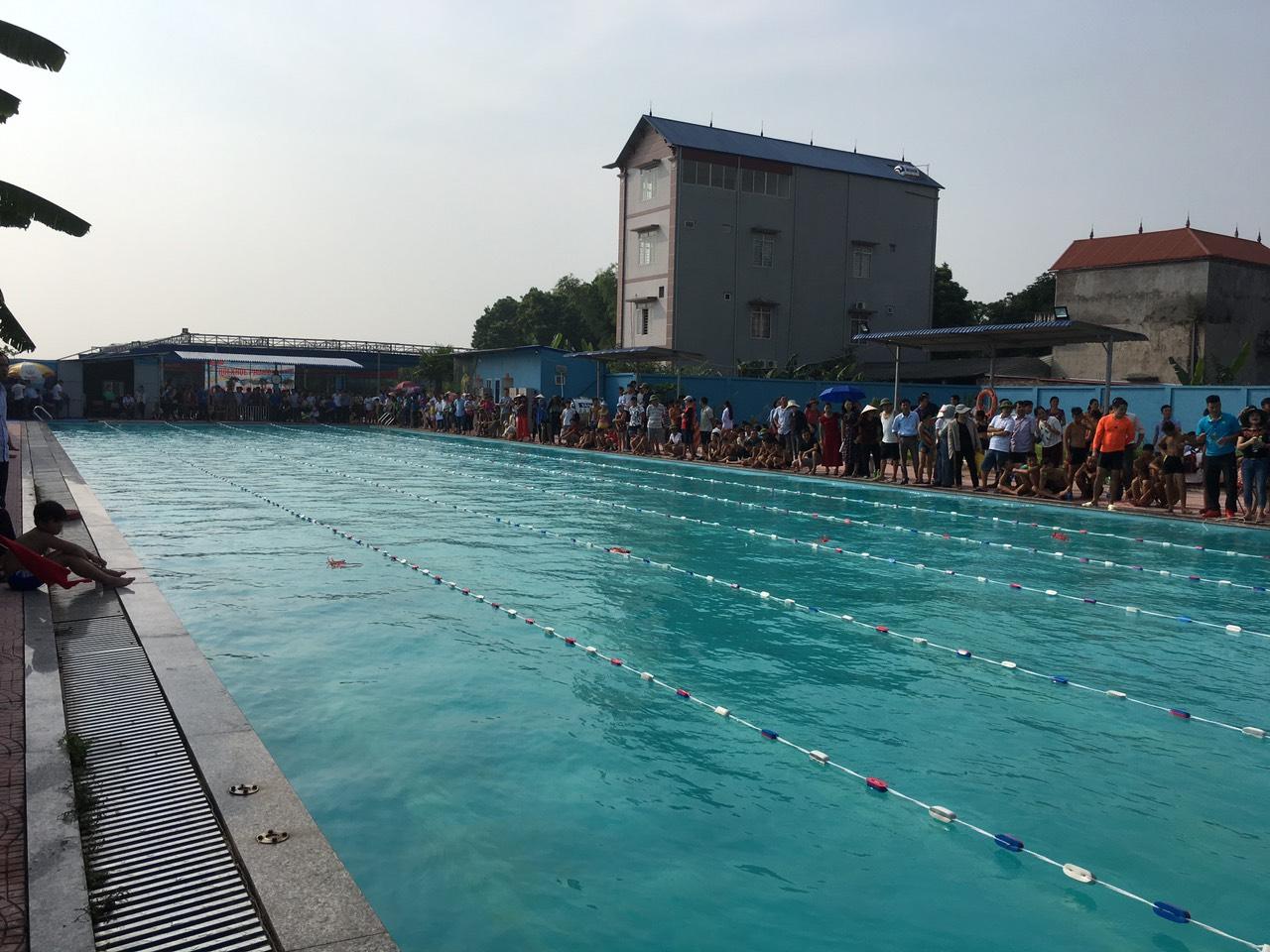 Bể bơi phú bình