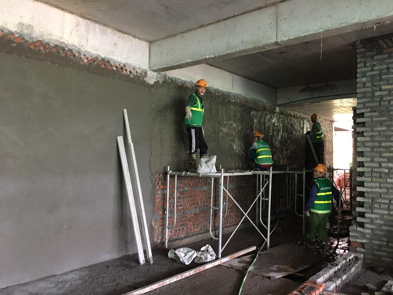 Tường sau khi trát bị nứt